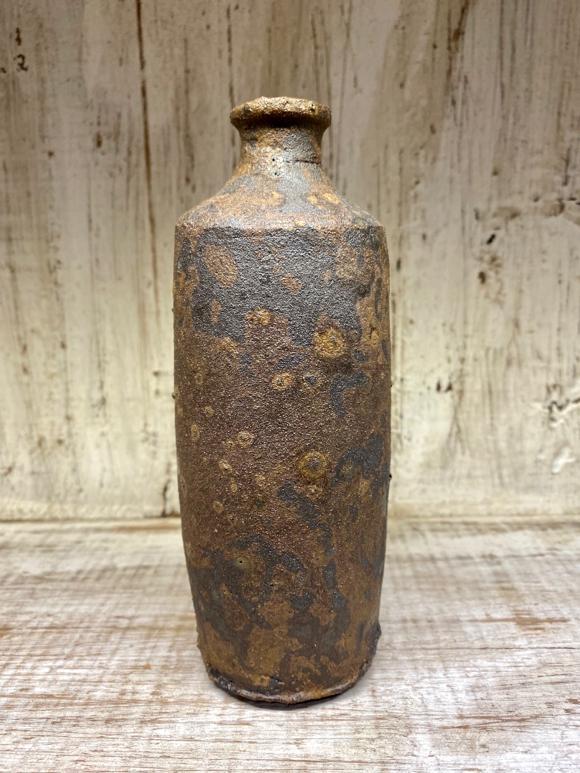 Petite bouteille en grès en forme d'amphore.